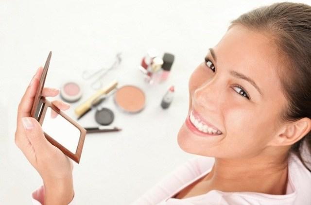 Trik-Agar-Makeup-Awet-Meski-Kulit-Wajah-Kita-Berminyak-alodokter