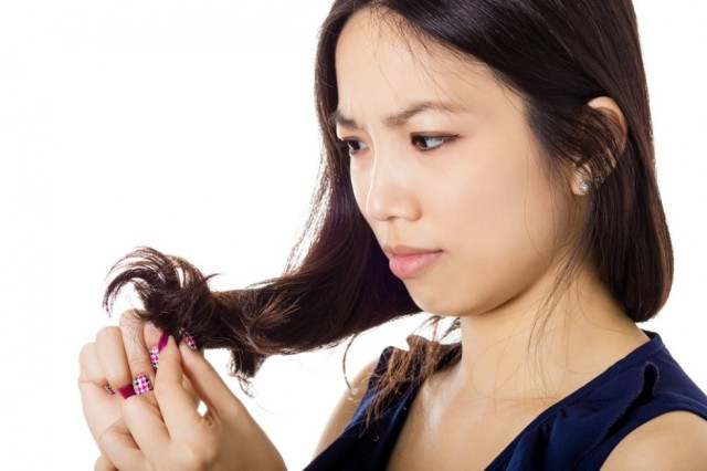 145d95aceef95bfc0166c17ce8ea0518_photodune-5616070-asian-woman-with-hair-problem-s-980-c