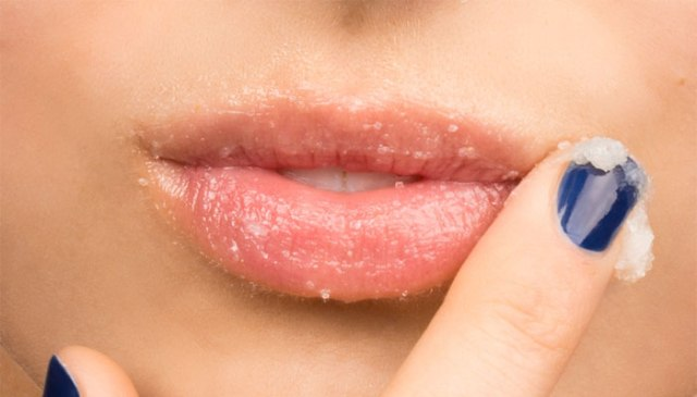 How-to-exfoliate-lips