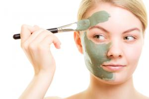 img_how_to_apply_a_face_mask_correctly_4151_300