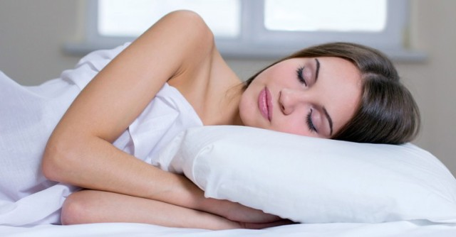 What-Are-The-Benefits-Of-Sleeping-Naked_FT-770x402