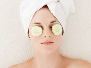 cucumber-slices-eye-bag-treatment-300x225-1